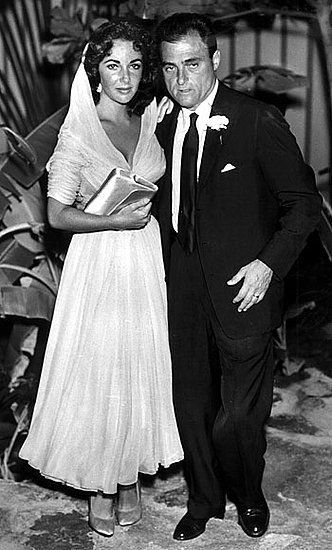 After five years of marriage, Elizabeth Taylor divorced Michael Wilding and married the American film producer Mike Todd in 1957. It was to be her only marriage that didn't end in divorce, as Mike Todd died in 1958 when his private jet crashed. Many say Todd was the great love of Elizabeth's life and that she would have stayed married to him until the end. Their wedding was an intimate affair in Acapulco, where Elizabeth Taylor wore a light, hooded organza dress.