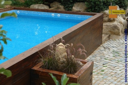 Piscina elevada moradas pinterest backyard and patios for Fotos de piscinas en patios pequenos