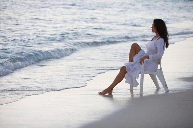 Tu eres entero, no necesitas a nadie para completarte.       La capacidad de estar solo es la capacidad para amar. Puede parecer pa...