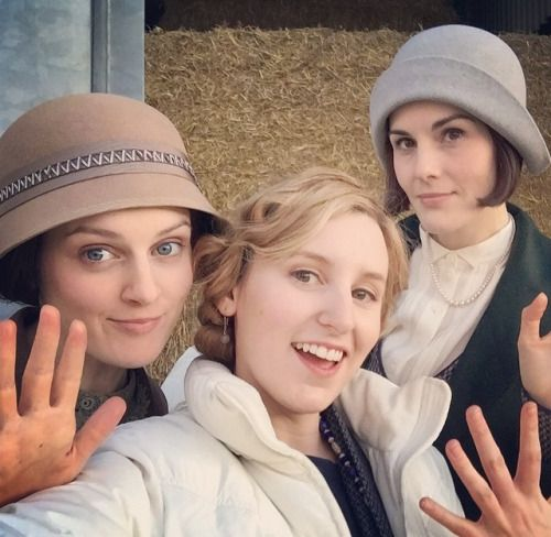 Season 6 filming<< Mr Carson would not be ok with this! Daisy being so friendly with Ladies Edith and Mary? What is this madness?!