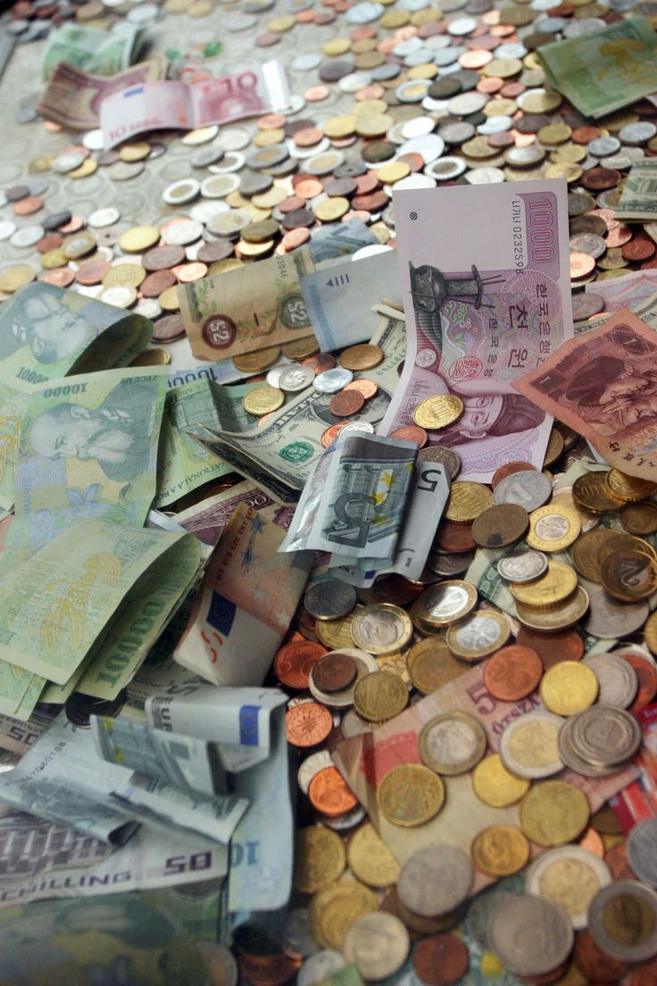 Pay with cash or credit in Europe? And other money tips in Europe