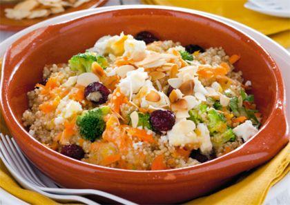 Recept voor quinoasalade met broccoli, wortel en gedroogde cranberry's