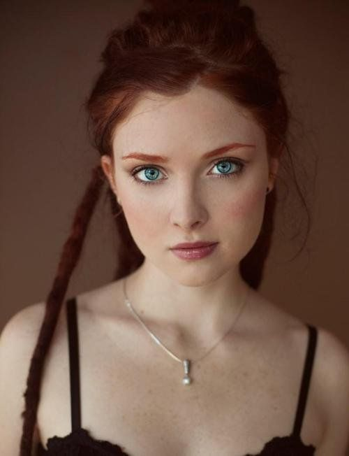 Love her hair and eyes