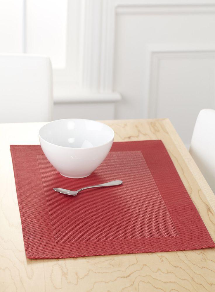 Une table décorée en quelques secondes, des repas sur le pouce qui ont grande allure avec nos napperons en vinyle au design moderne à bordure cadre épurée. Coloris déco tendance au choix. Nettoyage facile d'un simple coup de chiffon.