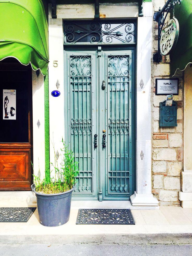 Bir evin kapısı ancak bu kadar güzel olabilirdi