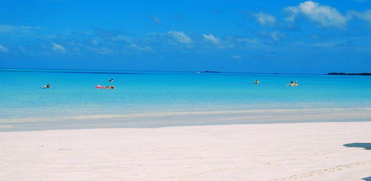 Пляж Санта-Мария, Куба  Санта-Мария … второй по величине коралловый риф в мире, что позволяет оценить его разнообразие, в основном говоря о флоре и морской фауне, которые предлагает риф и природа. Великолепный пляж Санта-Мария — одно из лучших мест, чтобы насладиться отдыхом и попрактиковаться в дайвинге. Эти уникальные ландшафты, безусловно, поразят любого.