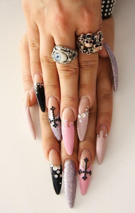 ¿Quieres ser una chica pastel goth? ¡Empieza por las uñas!