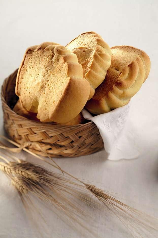 Sara Papa ci insegna a preparare il 'Pane a pasta dura', svelandoci tutti i segreti per realizzare un impasto a regola d'arte.  http://www.alice.tv/pane/pane-pasta-dura