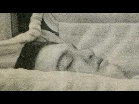 Elvis Presley's Ghost at Graceland on 11-23-14 !!! must see - YouTube
