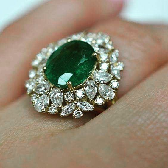 "180 Likes, 2 Comments - INDIAN FASHION (@fashion_indian) on Instagram: ""#Green Todays Colour - #navratri  #ring #diamonds #weddingring #ethnic #accessories #diamondring…"""