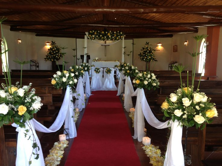 1000 ideas about arreglos florales para iglesia on for Sillas para novios en la iglesia