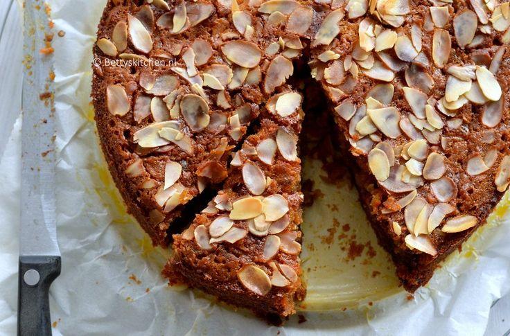 Wortel-dadeltaart met honing - http://www.volrecepten.nl/r/wortel-dadeltaart-met-honing-24967390.html