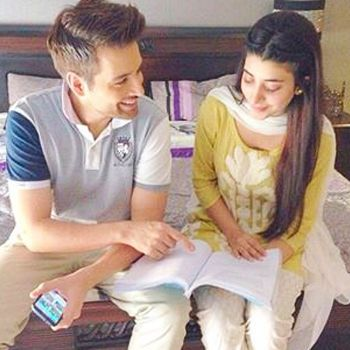 Famous actor/model Mikaal Zulfiqar and VJ Urwa Hocane will be seen together on Television screen. Both of them are working together in an upcoming play of Hum TV.   The play is named as 'KYA KAHEIN TUJSE'. Urwa Hocane will be seen in a very chic fresh look in this drama serial.  She is very much excited about this new serial and is wearing kurtis paired with straight pants.   Her ?fusion yet traditional look is just so elegant and simple.  Mikaal Zulfiqar will be acting first time opposite…