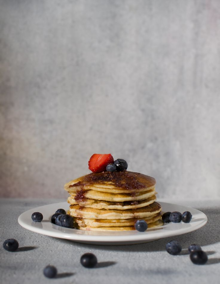 Pancakes with berries ♥  #strawberries #blueberries #pancakes #photography #foodstyling #food