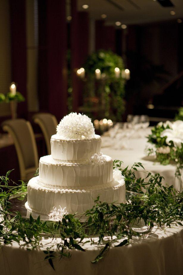 気品漂うデザインのウエディングケーキ