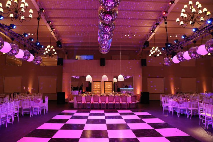 Ambientación por Clara Amadeo  Salon Santa Lucia Organizacion Arpilar Weddings