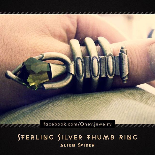 #thumbring #thumb #silverring #sterlingsilver #jewelrydesign #jewelrydesigner #jewellery #jewelry #metalwork #artwork #period #mythe #lemythe #fantasy #fantasyart #fantasyjewelry