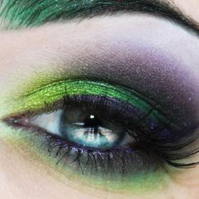 The Avengers: Hulk: Eye Makeup, Eye Shadows, Green Eyeshadows, Eyemakeup, Green And Gold, Incr Hulk, Loki Eye, Pretty Eyeshadows, The Avengers