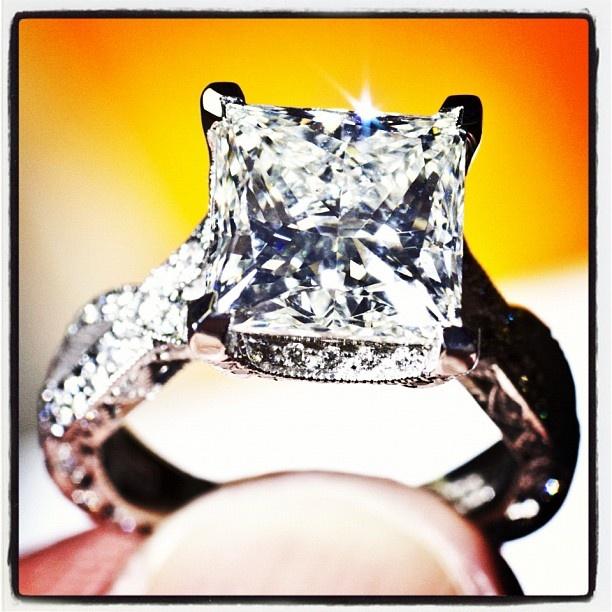 Tacori. Amazing RoyalT ring with a Princess-cut (style no, HT2606 PR 85)