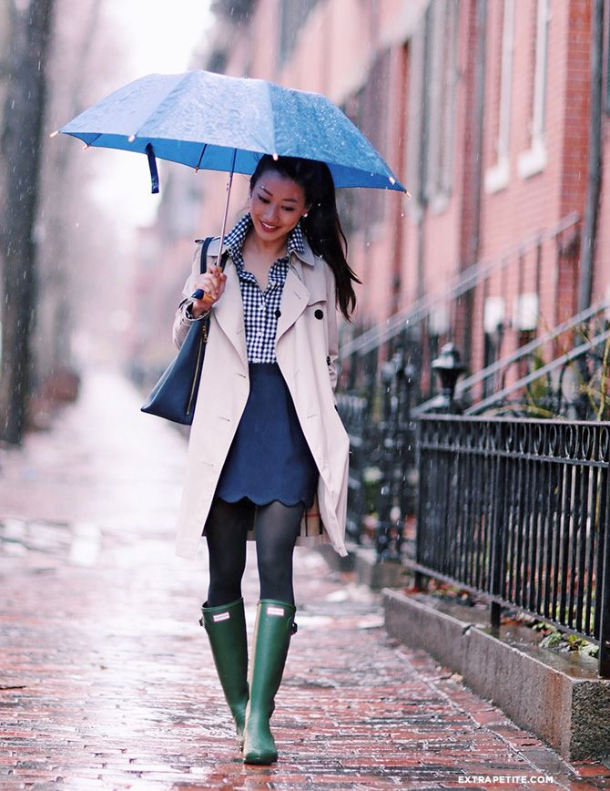 ExtraPetite.com - Rainy Days: Navy, trench - scallops DIY scallop skir, PETITE GINGHAM SHIRT, HUNTER TOUR BOOTS Burberry trench coat, TALBOTS NAVY TIGHTS