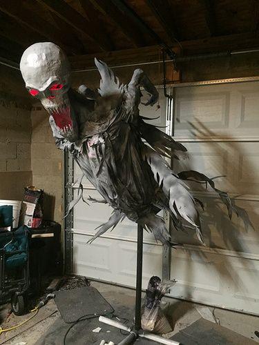 43 best Halloween images on Pinterest Halloween prop, Halloween - halloween decorations ideas yard