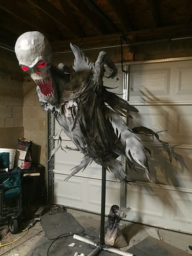 1000 ideas about halloween prop on pinterest halloween for Animated flying reaper decoration