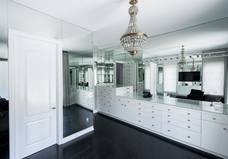 FOR THE HOME || Mirrored dressing room || NOVELA BRIDE...where the modern romantics play & plan the most stylish weddings... www.novelabride.com @novelabride #jointheclique