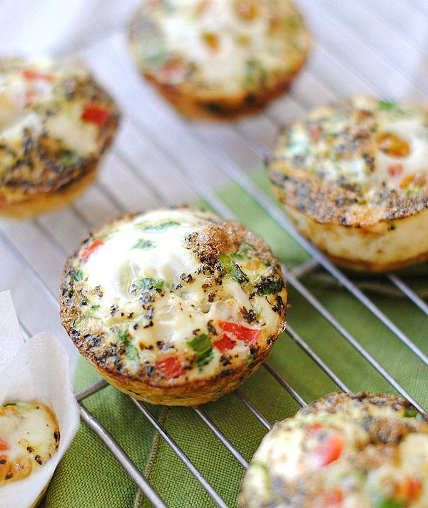 Ingredientes   14 claras de ovo  4 Ovos inteiros  4 Cebolinhas picadas  2 Cenouras raladas  1/2 Pimentão vermelho picado  1/2 Abobrinha, ...
