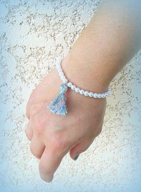 Bracelet perles nacrées monté sur élastique pompon irisé mariage cérémonie... unique! : Bracelet par c-comme-celine