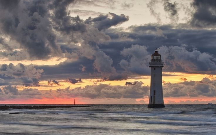 море, облака, маяк