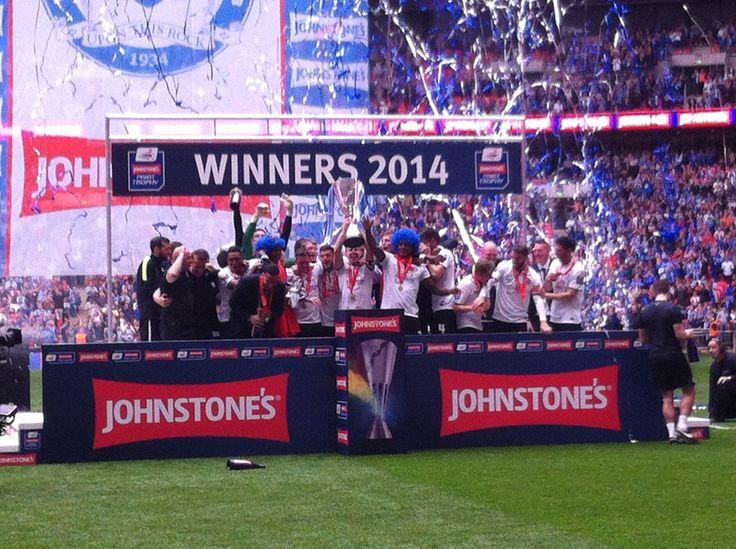 Peterborough United lift the Johnstone's Paint Trophy #JPTFinal #Wembley 2014