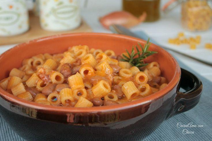Preparare la pasta e fagioli non è mai stato cosi facile e semplice! Ingredienti: 1 scalogno 50 gr. di pancetta a cubetti affumicata 4 cucchiai di passata .