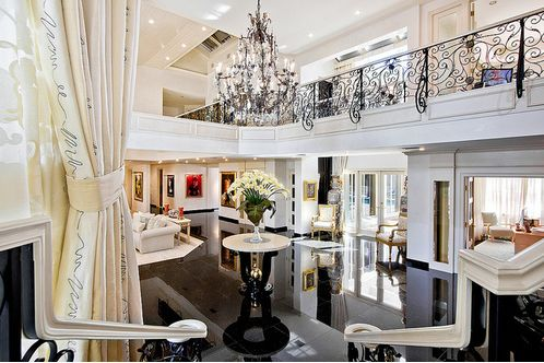 Wow reminds me of kris jenners house home decor for Decoration maison kardashian