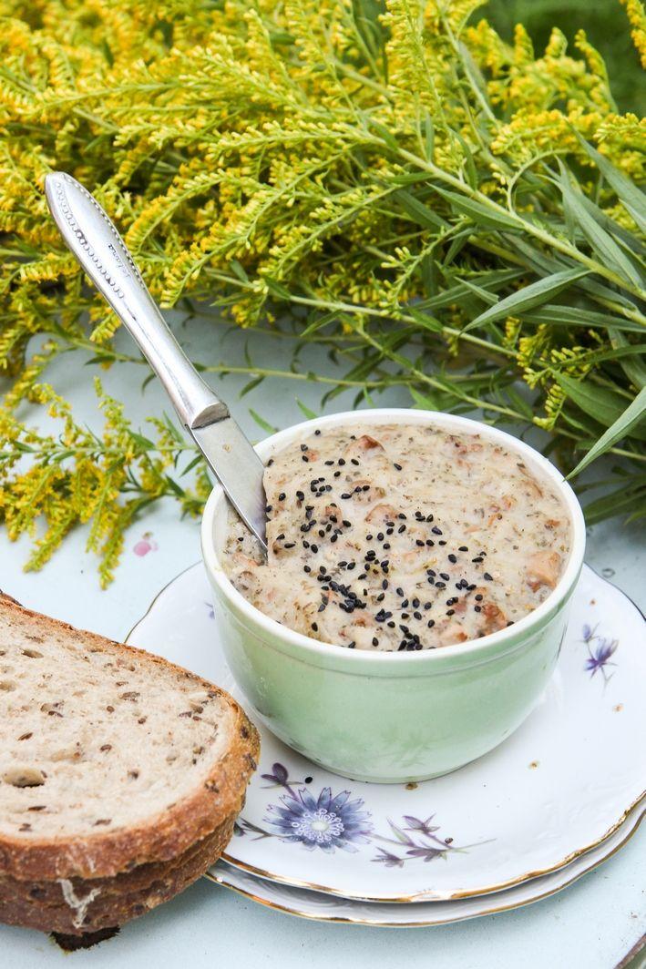 Wegan Nerd - Kuchnia roślinna : SMALCZYK Z FASOLI Z KURKAMI