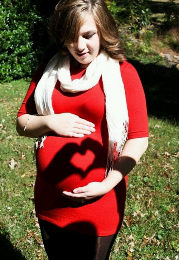 A meaningful way to preserve your memories of this special time in your life. Treasure your photos for a lifetime. http://hative.com/cool-pregnancy-photo-ideas/