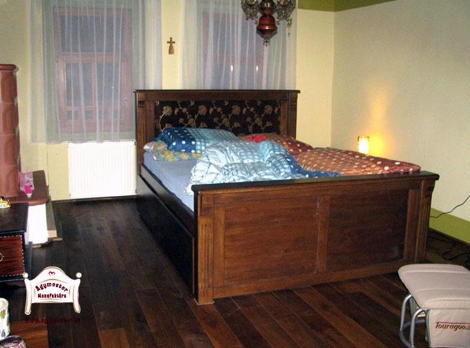 Egyedi gyártású felnőtt ágy