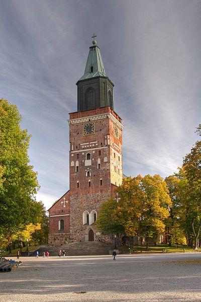 Turun Tuomiokirkko, Kuva: Otto Jula - Ajan tapa oli,että nuorin ulkomailta palaava maisteri ryhtyi katedraalikoulun koulumestariksi.Palattuaan Agricola sai tämän viran.Tässä tehtävässä Agricola aloitti aktiiv.julkaisutoiminnan.Virkansa ohessa hän julkaisi Aapiskirjan v.1543,Rukouskirjan 1544 sekä hioi kuntoon Uuden testamentin suomennokse ja painatti sen 1548 luovuttuaan 1547-1548 koulumest.tehtävästä,jota jatkoi Paulus Juusten.