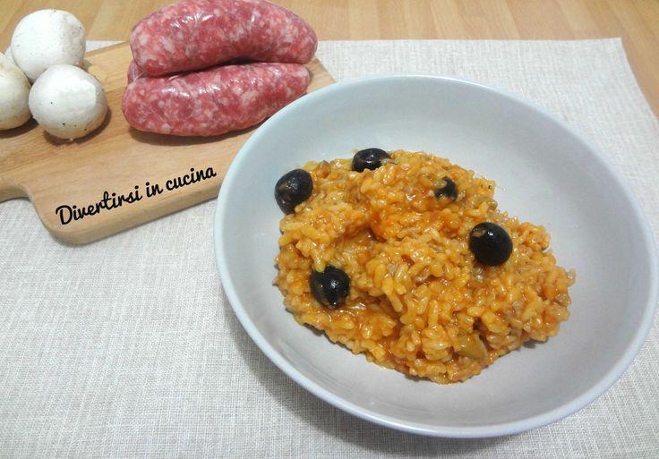 Ricetta risotto funghi salsiccia e olive Bimby. Un risotto semplice da preparare ma molto gustoso. Rapido e delizioso. Un piatto rustico e pieno di sapore.