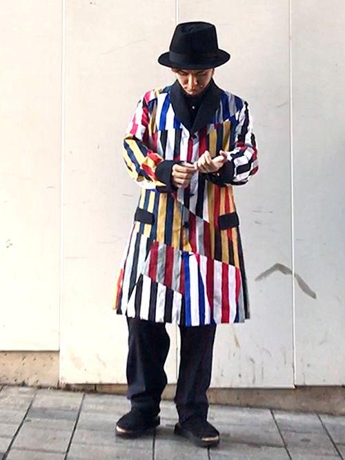 REVERBERATEコーデ③    現在個展を開催しているA STORY TOKYO 新宿東口では  アクセサリーやファッションアイテムの販売もしているので  今月はお店の色んな洋服を着て投稿していこうと思います♪    本日からセール開始☆  僕が着ているコートも含めてファッションアイテムが  30%オフになるらしいので、オンラインストアも含めて  宜しくお願いしますm(__)m      A STORY TOKYO 新宿東口  〒160-0022  東京都新宿区新宿3-22-13 B1F    12:00-21:00(7月は水曜休)  新宿アルタ裏、博多天神(ラーメン店)の地下  03-6457-7073    ■オンラインストア  http://heavenscafe.net/    ※セール 7月13日(木)〜      【告知1】  7月1日(土)〜7月31日(月)12:00〜21:00  A STORY TOKYO新宿東口店にて初の個展を開催します。    15日以外の土日祝日は15時~21時まで在廊していますが…