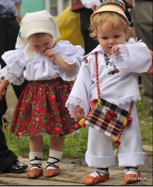 Traditional Romanian clothing - beautiful children - Romania