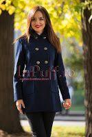 Palton scurt bleumarin cu nasturi aurii