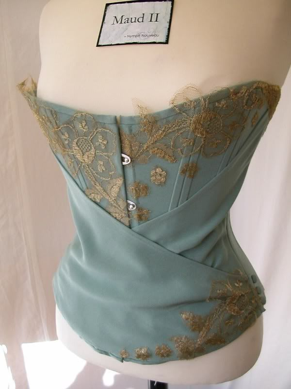 Stumbled over this corset which is one of Nymph Nouveau's creations, but I have no idea who has taken this image. It was a really nice one whoever took it and flattering to stumble across, so thanks.