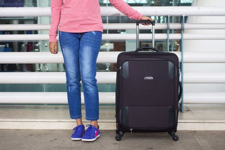 Here are some invaluable tips on how to pack smart for a holiday, whether  it be a short weekend away to the beach or a trip overseas with friends and  family.  1. LUGGAGE  If your suitcase or bag is more than eight years old, the first trip you  should take is to check out more modern lugga