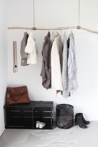 Awesome DIY idea for an entryway - driftwood hung from rope and a painted wooden crate. #organizing (image from Deas  Mia)