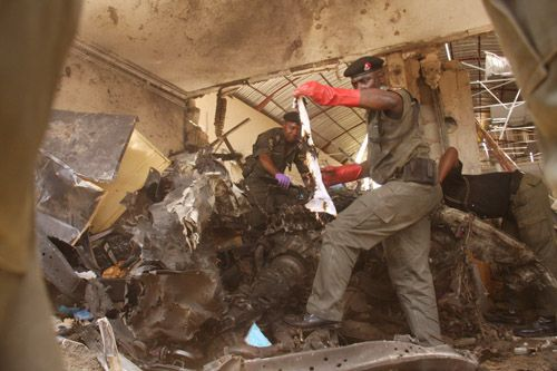 At least six people have been killed in two explosions at the offices of major Nigerian daily ThisDay, according to witnesses.    Read more: http://www.bellenews.com/2012/04/26/world/africa-news/nigeria-at-least-6-people-killed-in-explosions-at-two-offices-of-thisday-newspaper/#ixzz1tAfHeoQ0