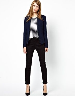 Classic black blazers for women will add a sharpness to your look. Play with prints and embroidery to break from formality while maintaining elegance. This season, oversized and masculine styles coexist with shorter designs. Combine your blazer with casual wear, or suit up with matching pants. NEW.