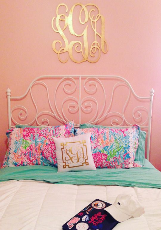I have this bed frame! I could totally do my room like this.