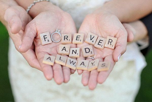 Mil y una ideas para decorar una boda con piezas de Scrabble!  http://www.unabodaoriginal.es/blog/donde-como-y-cuando/decoracion/inspiracion-scrabble