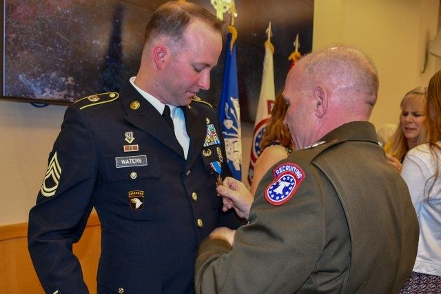 Army recruiter awarded Distinguished Service Cross for dragging