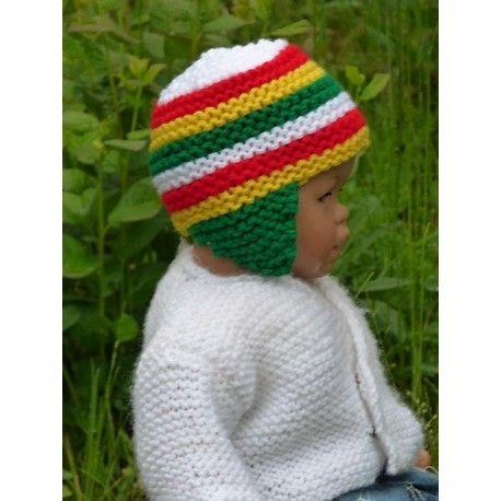 Bonnet naissance rasta à rayures pour bébé. Bonnet rasta blanc avec petites  oreillettes pour bébé 7f93b6201a6